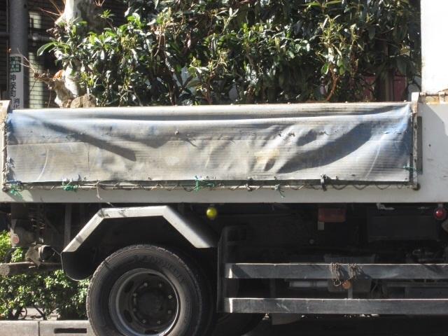 産業廃棄物収集運搬にはトラックの荷台にホロをかぶせること
