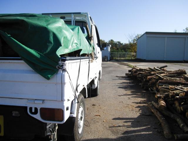 産業廃棄物収集運搬業用の軽トラの荷台にはホロをかぶせること